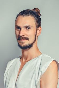Portret van masseur in kuuroordsalon
