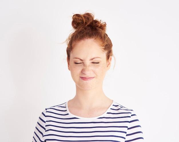 Portret van meisje met gevoel van walging shot