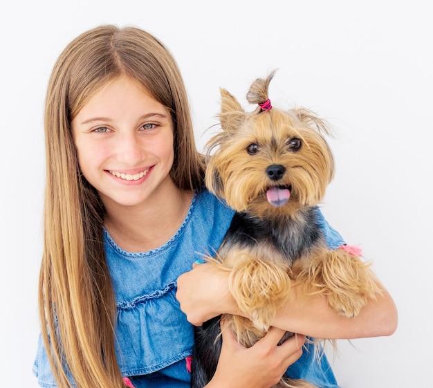 Portret van meisje met hond