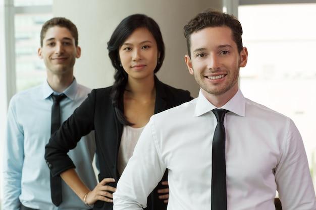 Portret van mensen uit het bedrijfsleven in office 2