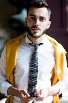 Portret van moderne zakenman