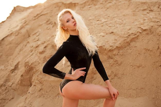 Portret van mooi blondemeisje