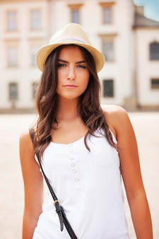 Portret van mooi de zomermeisje
