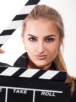 Portret van mooi meisje met filmlei op wit