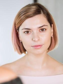 Portret van mooi model in studio