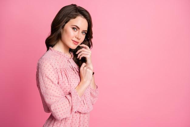 Portret van mooie aantrekkelijke lieve vrouwelijke meisjesachtige copyspace
