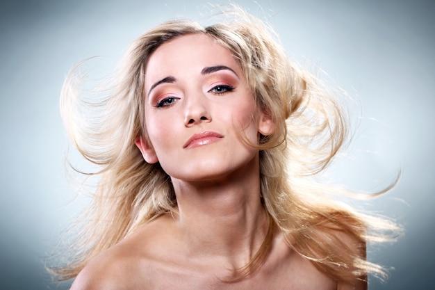 Portret van mooie blonde