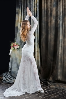 Portret van mooie bruid in trouwjurk
