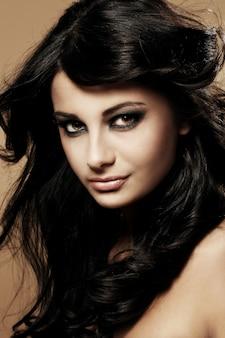 Portret van mooie brunette
