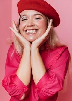 Portret van mooie gelukkige vrouw