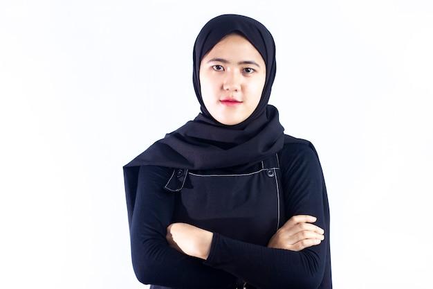 Portret van mooie jonge moderne moslimvrouw