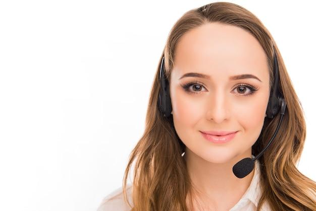 Portret van mooie jonge vrouw een agent van call centre