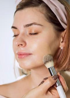 Portret van mooie make-upclient