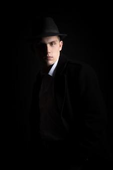 Portret van mooie man, vintage mode