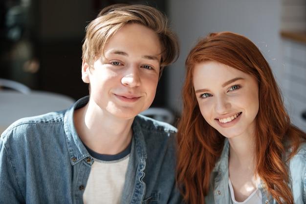 Portret van mooie roodharige studenten