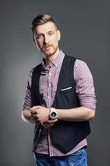 Portret van mooie sexy brutale mannenmanager