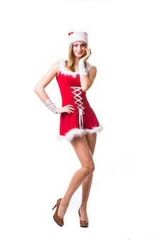 Portret van mooie sexy vrouw die als de kerstman draagt ?? die op witte achtergrond wordt geïsoleerd