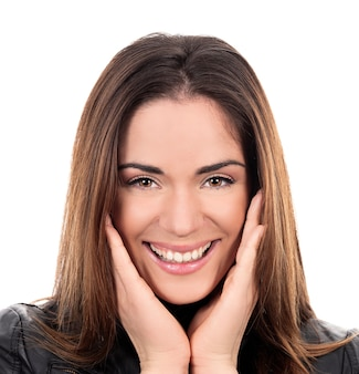 Portret van mooie vrouw in studio op witte achtergrond