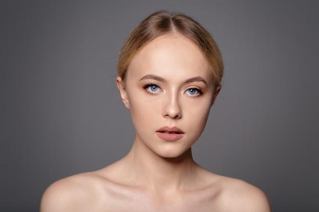 Portret van mooie vrouw
