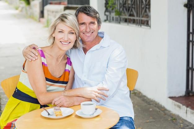 Portret van paar in café