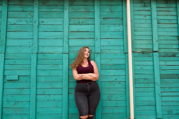 Portret van plus grootte mooie vrouw