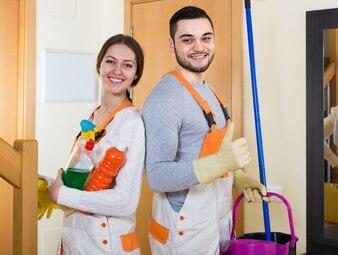 Portret van professionele schoonmakers
