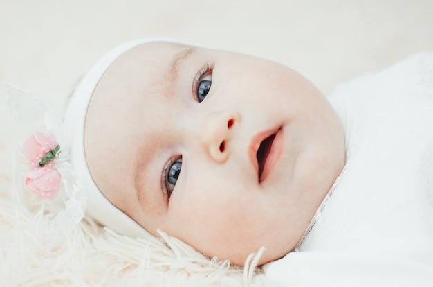 Portret van schattige grote maat babymeisjes