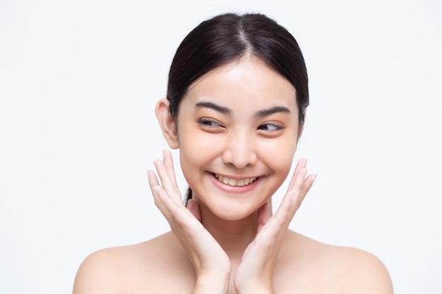 Portret van schoonheid aziatische vrouw met een perfecte huid gezondheid.