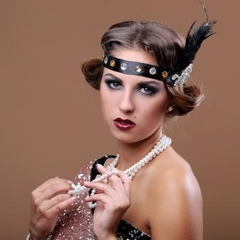 Portret van serieuze glamour dame