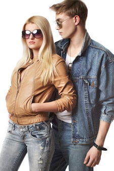 Portret van sexy jong hipsterpaar in studio
