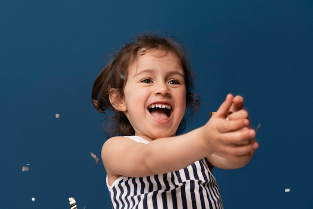 Portret van smiley klein kind