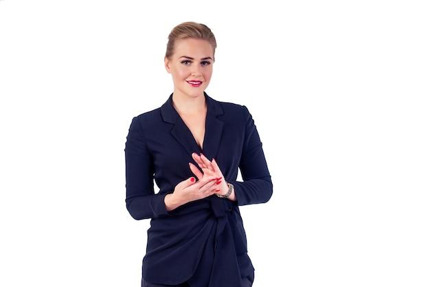 Portret van succesvolle zakenvrouw glazen blond kapsel perfecte make-up rode lippen in stijlvol zwart pak goedkeuren goedkeurende klap handen voor een felicitatie gebaar studio wit isoleren.