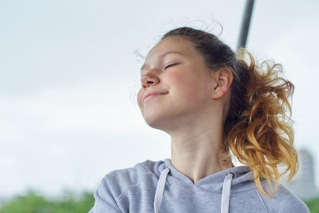 Portret van tienermeisje 15 jaar oud