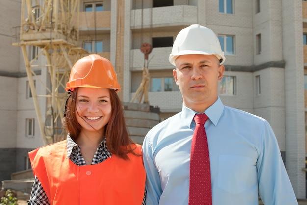 Portret van twee bouwers
