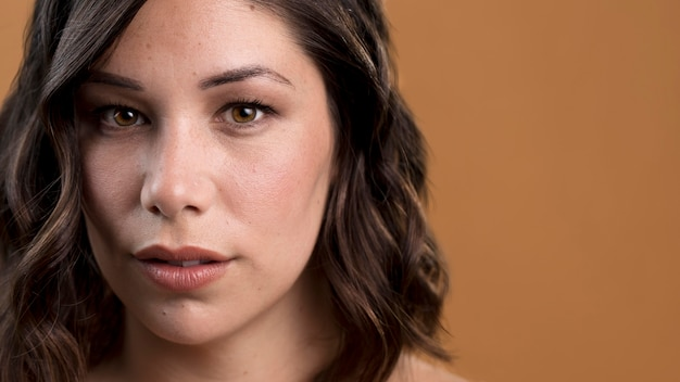 Portret van verleidelijke vrouw Premium Foto