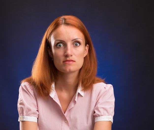 Portret van verraste vrouw
