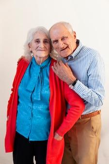 Portret van volwassen en vrouw poseren