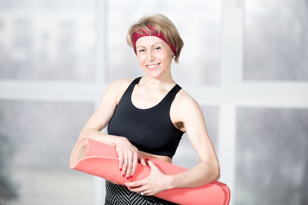 Portret van volwassen sportieve vrouw