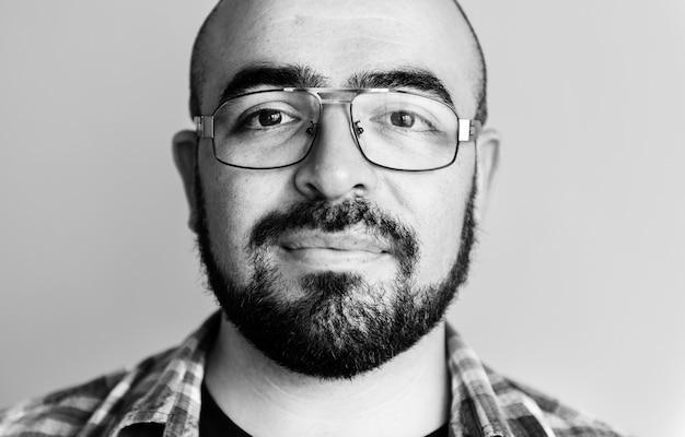 Portret van vrolijke blanke man