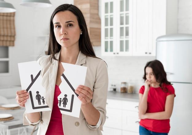 Portret van vrouw verdrietig voor echtscheiding