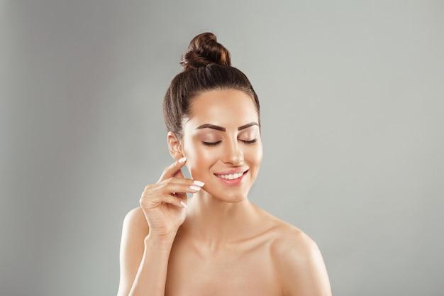 Portret van vrouwelijke perfect schone huid