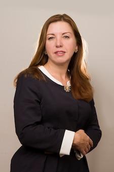 Portret van zakenvrouw op grijze achtergrond office