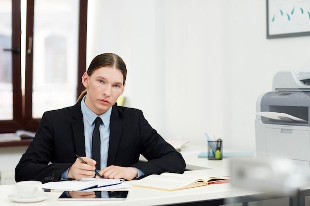 Portret van zekere jonge manager