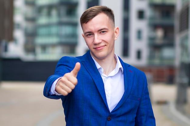 Portret van zekere succesvolle zakenman