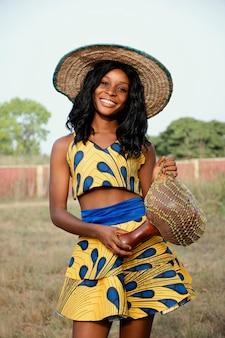 Portret vrouw gekleed voor carnaval