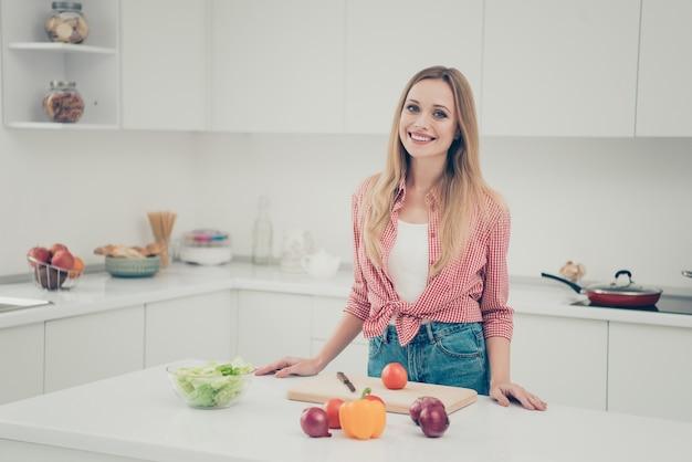 Portret vrouw koken
