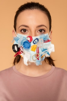 Portret vrouw met ambachtelijke masker