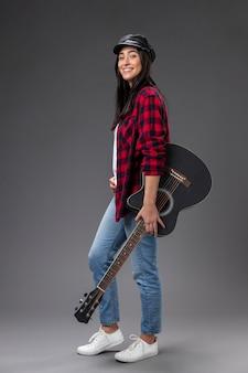 Portret vrouw met gitaar