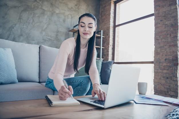 Portret vrouw met laptop