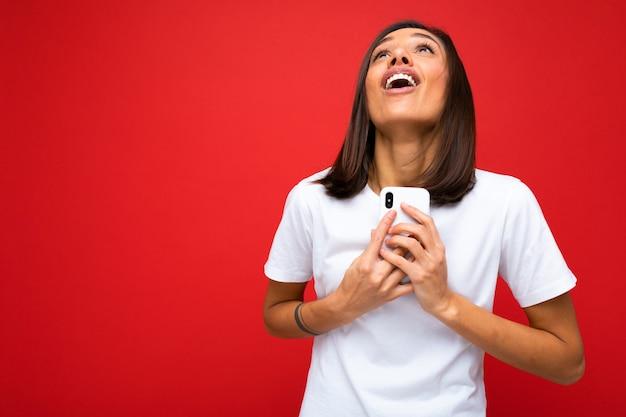 Portret vrouw met telefoon